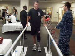 1LT Josh Pitcher taking his first steps with a new prosthetic limb